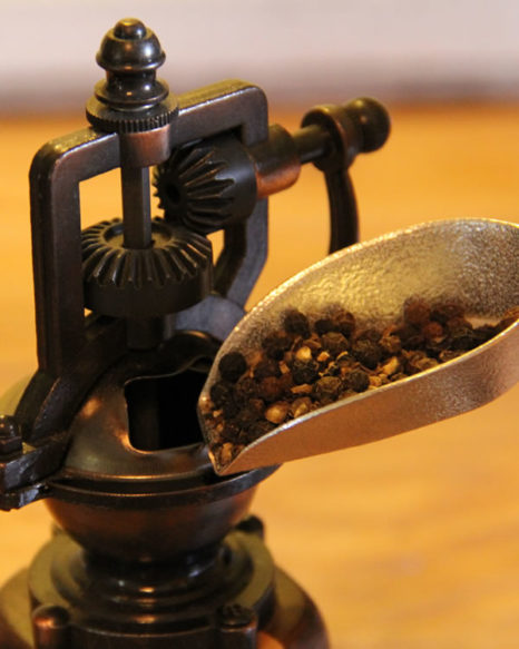 1oz peppercorn scoop closeup